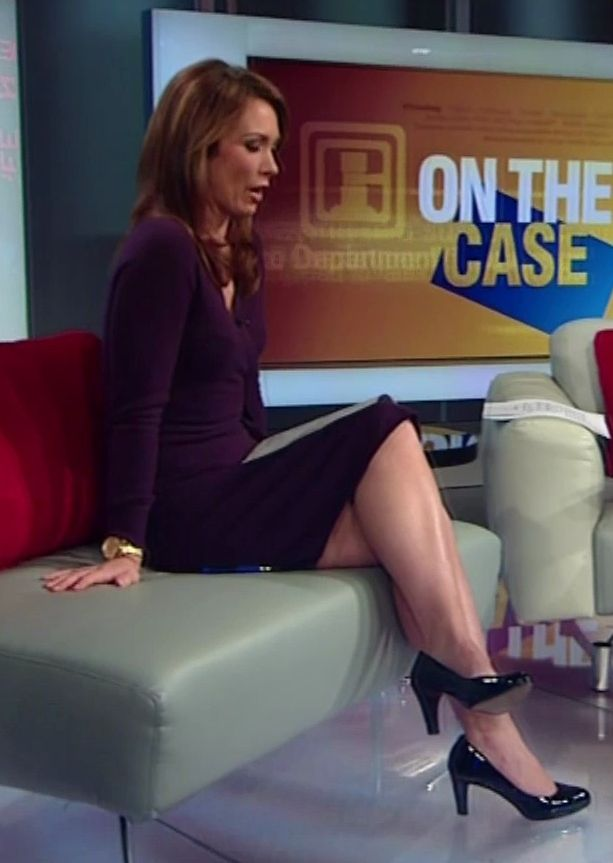 Brooke Baldwin hot legs pic